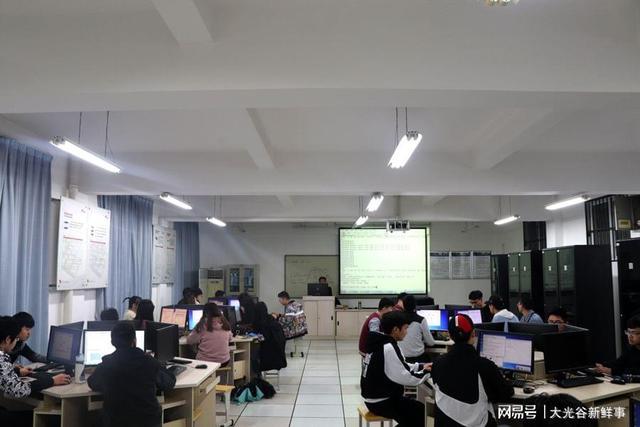 武汉一高校毕业生就业率在同类高校中遥遥领先