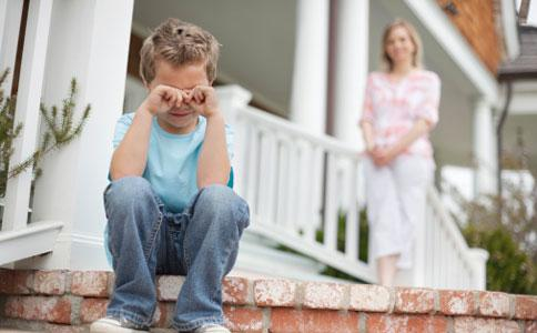 """每个""""问题""""孩子背后,真正的洪水猛兽非手机,而是匮乏爱的痛苦"""