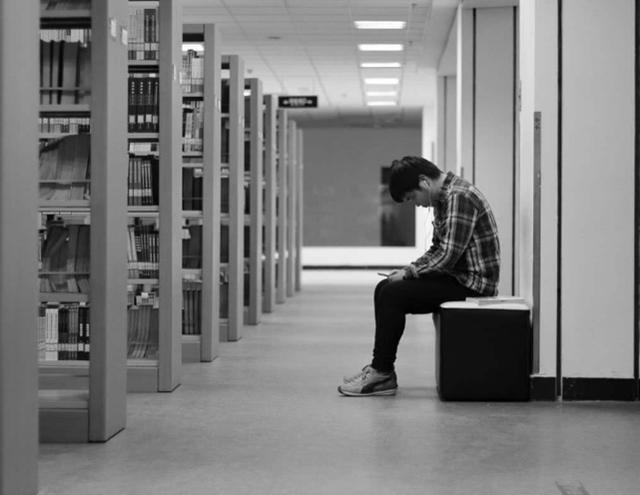 现在学生上学,为何频频发生轻生的举动?心理专家说出内情