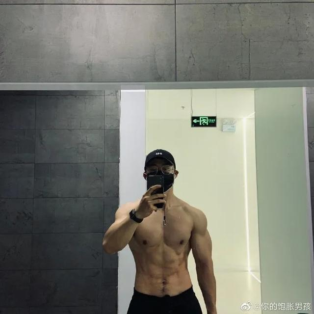 北京医生竟然是肌肉猛男!?脱下工作服之后,女网友纷纷求打针