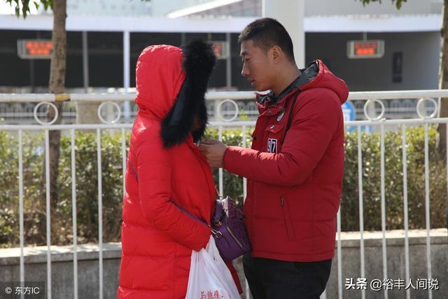 女生和男生聊天发亲亲表情代表什么