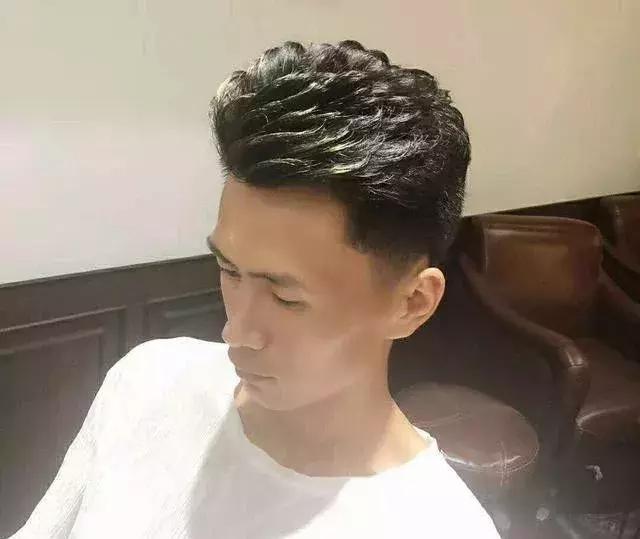 男学生纹理烫短发发型图片 - 男士烫发 - 发型社