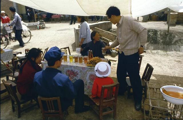 一名日本人拍摄的1985年中国人的日常生活,虽穷但内心充实满足