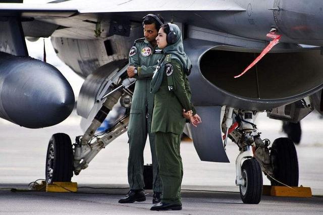"""JF-17战斗机Block-3型完成首飞,升级版""""枭龙""""有哪些改进?"""