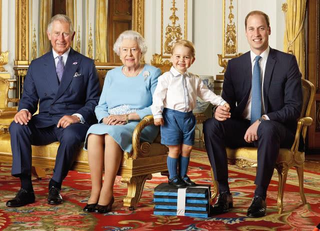 威廉王子小时候太萌了 小哈文挥手与媒体告别_东方头条