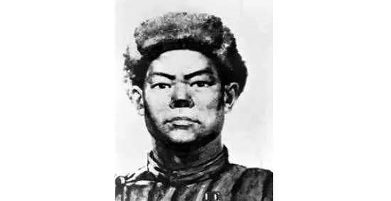 中华英雄黄继光牺牲后老照片:烈士胸膛被打烂,遗躯屹立不倒!