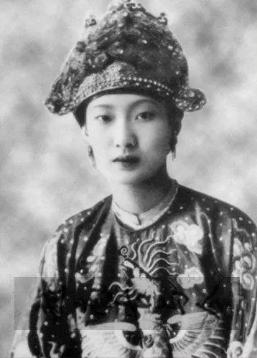 历史影像: 越南末代皇后--南芳皇后赴罗马探望教皇!
