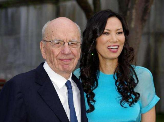 51岁邓文迪晒豪宅庭院,身材好被夸太年轻!新男友身家超百亿美金