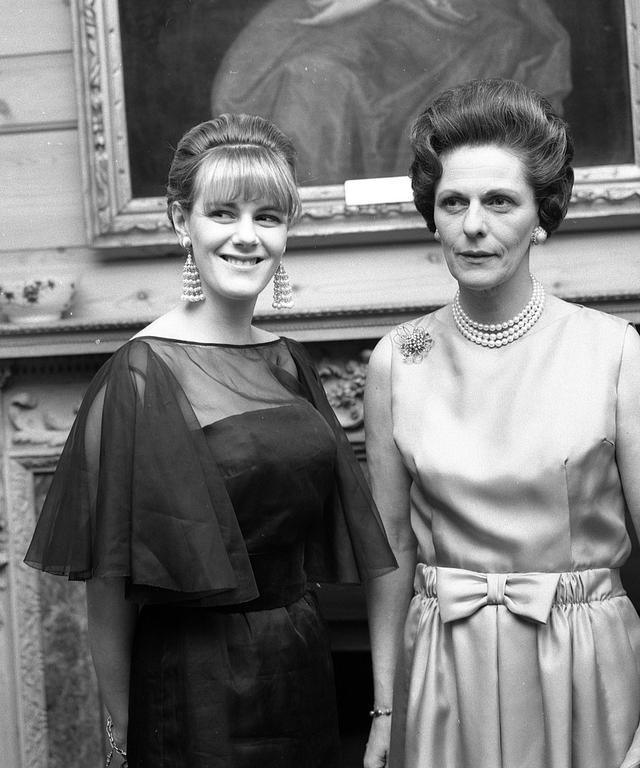 72岁卡米拉年轻时盛世美颜有人继承了!女儿完胜王室公主,太惊艳