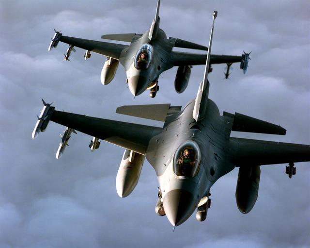 以色列空军有多厉害?14架战机往返2500公里,偷袭伊拉克核反应堆