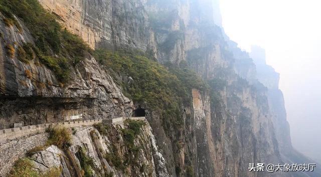 """奇闻:中国发现""""井底村"""",与世隔绝几千年,出行要靠爬梯子"""