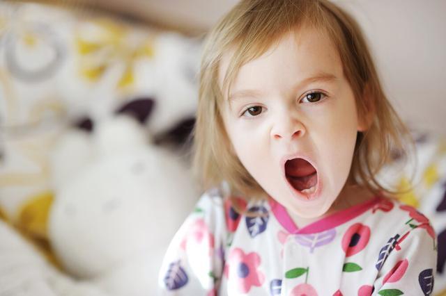 孩子迟迟无法入睡怎么办?这份按年龄段划分的就寝指南帮助你