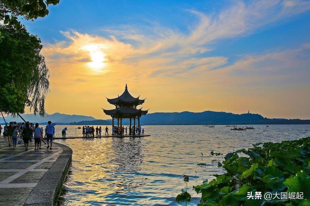 """杭州西湖新春开启""""人从众""""模式 不看风景看人潮"""