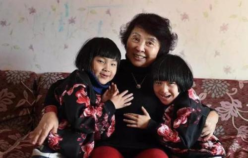 10年过去了,那个60岁试管生下双胞胎的奶奶,已被冰冷的现实打败