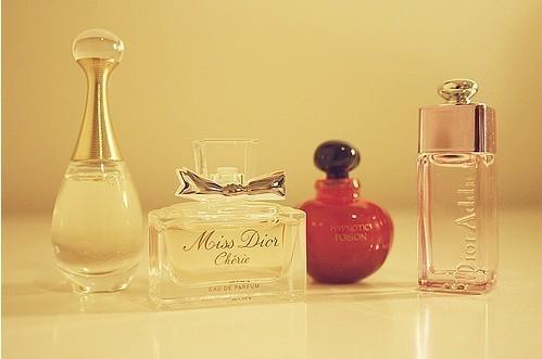 女生在专柜买香水时,做3件事情的是行家,柜姐也知道不好忽悠