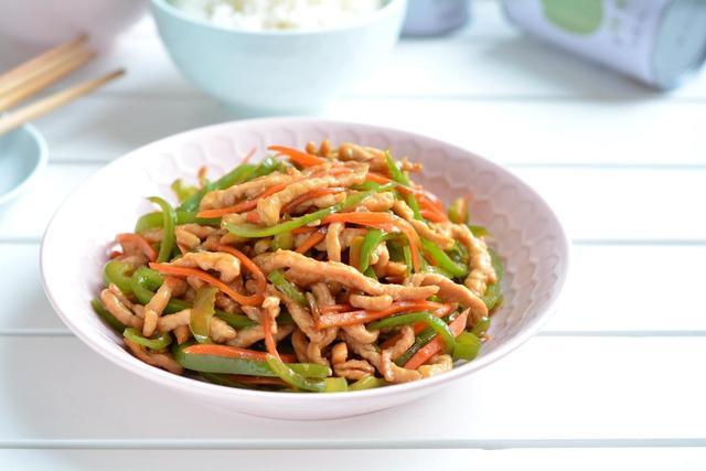 胡萝卜炒肉丝的做法 让孩子疯狂长个的家常菜