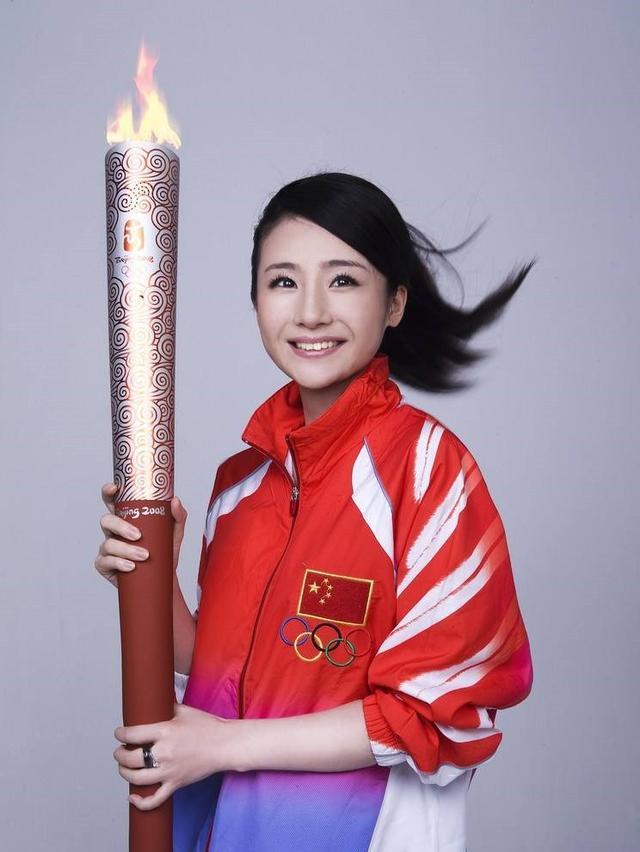 跳水冠军桑雪巅峰是退役,曾为救母亲险卖金牌,如今还是单身