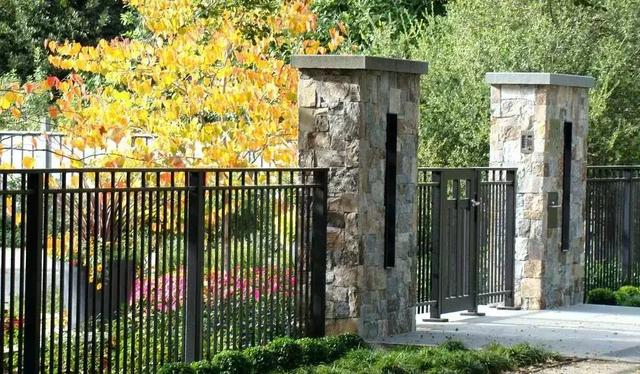 23 种便宜又时尚且防宵小的庭院栅栏设计
