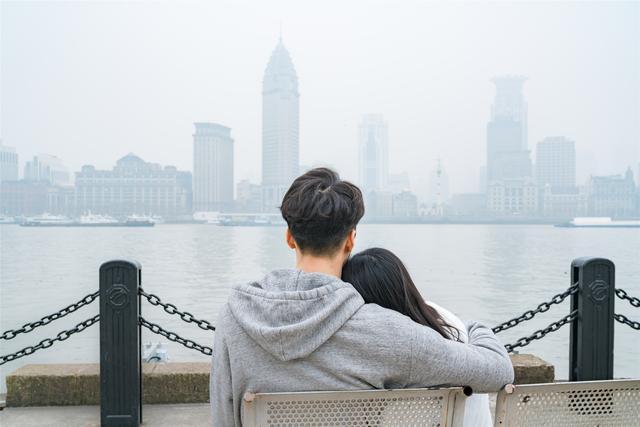 男人冷暴力到底多可怕?拒绝沟通,不吵不闹,活成了一个人的婚姻