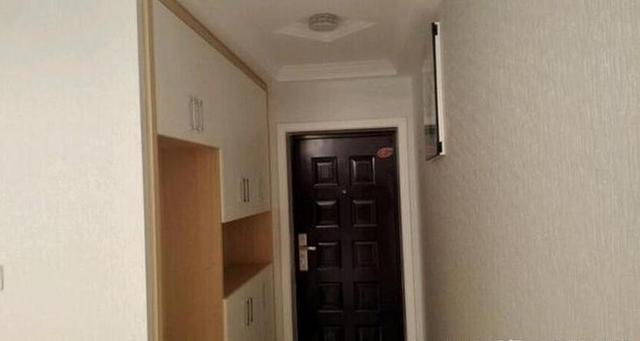 聪明人电视墙装吊柜,客厅收纳空间翻倍_网易新闻