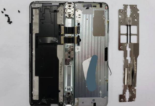折叠屏手机外翻还是内折:体验各有所好,技术哪个更难?