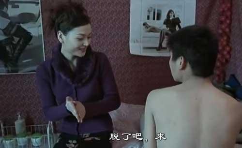 王宝强妻子马蓉晒美照 穿低胸长裙唇红肤白(图)-中国新闻网