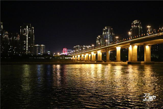 现代城市灯光夜景图片