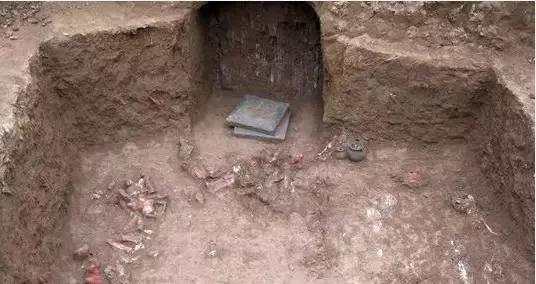 陕西一块工地挖出古墓,里面的侍女让人惊艳,专家:这不可能