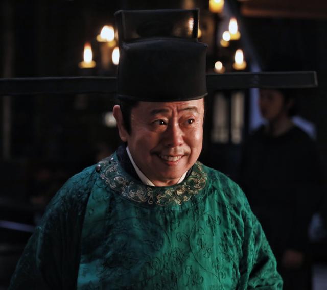 63岁潘长江健康告急?穿病号服现身模样太憔悴,身后背景惹人注目