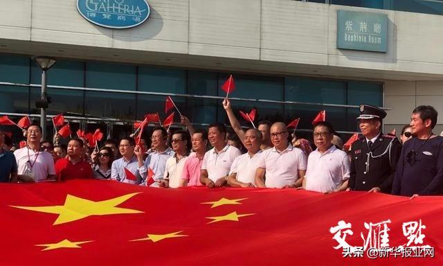 香港金紫荆广场遭涂鸦 时隔2周多区再现周末暴力_网易视频