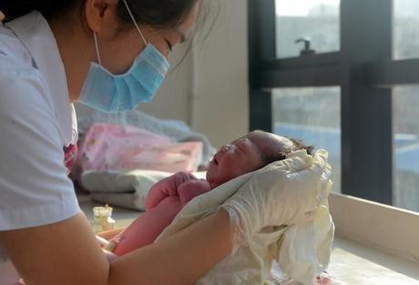 我的关键词 女子婚后8年如愿怀孕,宝宝出生就有3颗牙,医生:都怪母亲  默认版块