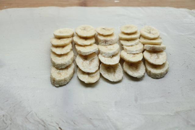 1碗面粉6個香蕉,這樣做太美味了,孩子咬一口就停不下來,好過癮