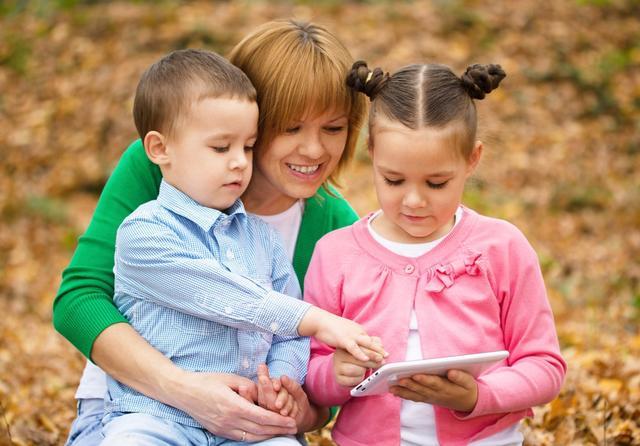 孩子是天生的观察家,但是观察力不是与生俱来,父母的引导很重要