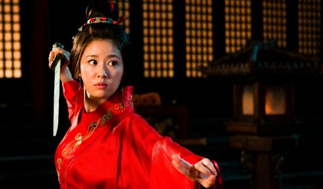 她是孙权的妹妹,为了荆州重地嫁给刘备为妻,婚姻却并不幸福