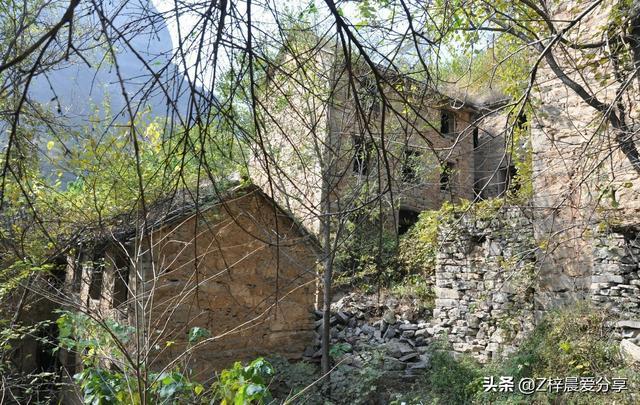 清明节独自一人封门村探险,半山腰住进一座鬼屋遭遇灵异事件