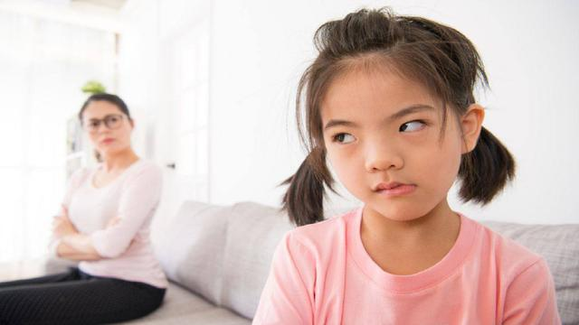 """孩子出现""""人来疯""""现象,不一定是活泼的表现,家长别沾沾自喜"""