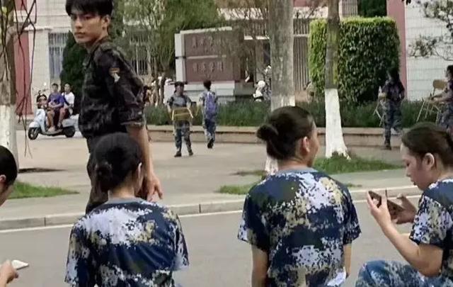军训:最帅气的教官_手机搜狐网