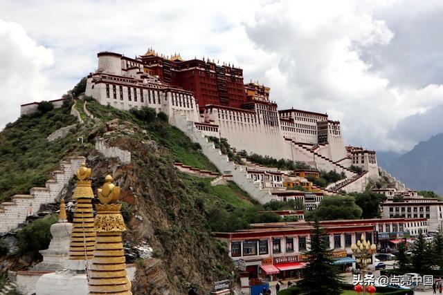 西藏拉萨藏族男女图片