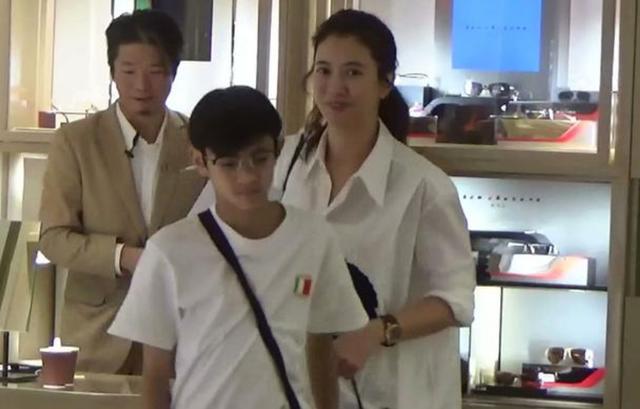 袁咏仪13岁儿子曝恋情?本人看新闻爆笑整夜,曾亲自指导儿子恋爱