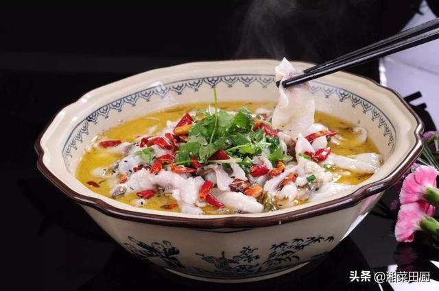 无骨老坛酸菜鱼 选取龙利鱼酸汤味道特别好