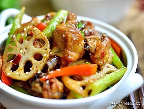 麻辣干锅鸡好吃有诀窍,学会这做法,鸡肉不腥不柴,香辣劲道下饭