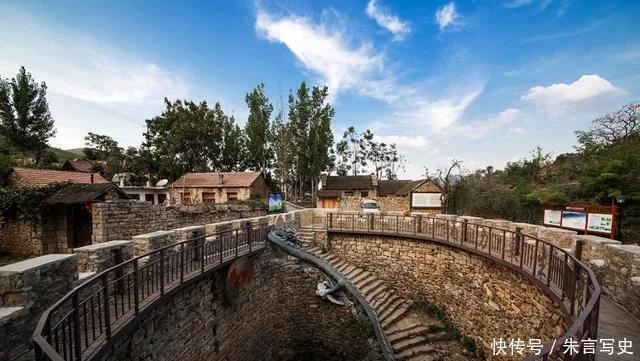这座古村有一口地下水井,历时10年建成,打水要走108级台阶
