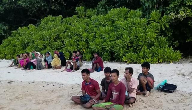 难民为偷渡到马来西亚,竟谎称溺水,男女老少藏身于灌木丛度日