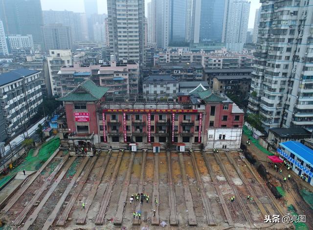 长沙有64年历史的湘江宾馆保护建筑成功向北平移35.56米