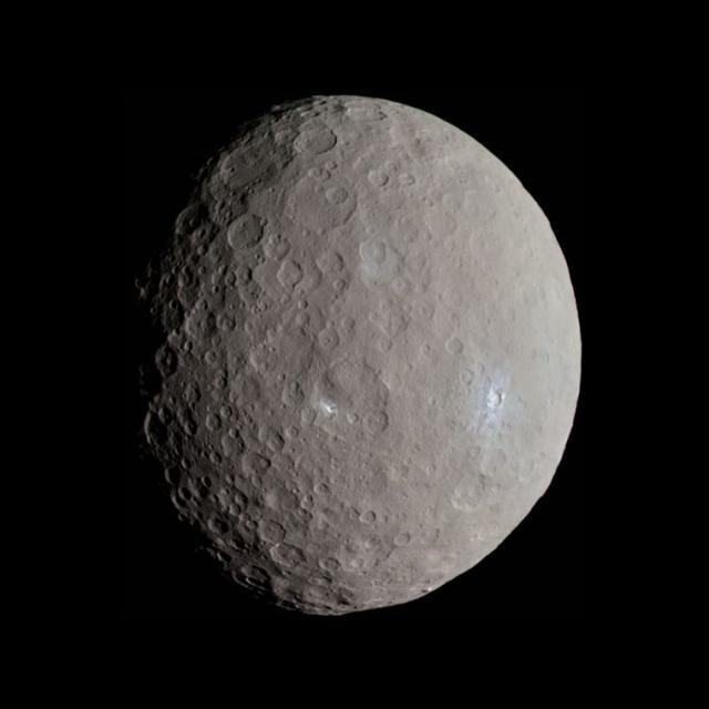 太阳系七大怪异小行星:艳后星呈狗骨头形状 - 家居装修知识网