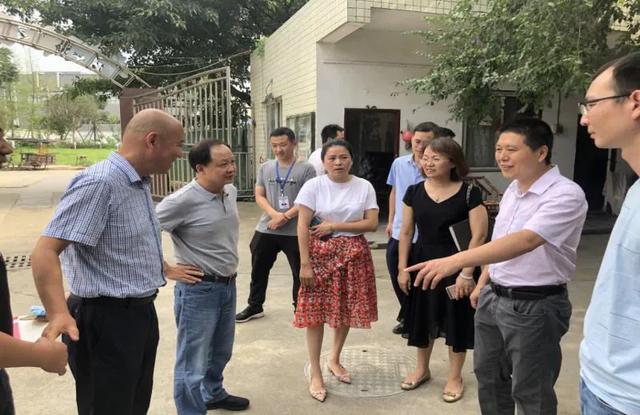 成都市市场监管局副局长李俊彦带队检查新都区食品安全工作