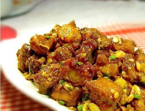 精选美食:醉排骨、腐竹木耳黄瓜、萝卜泡菜、蔬菜汁卤蟹的做法