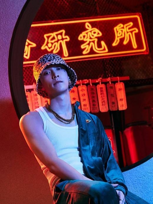 张艺兴街舞技能很赞,造型帅气满分,他这些穿搭潮流感十足