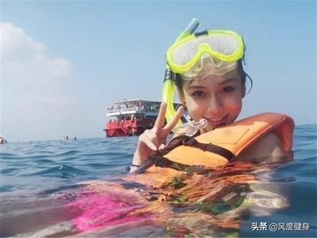 杨颖穿泳衣