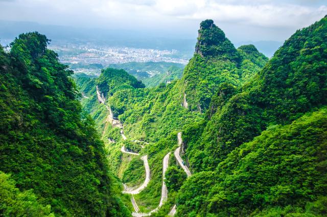 """中国""""最危险""""的公路,全长超10公里设99道弯,老司机却无缘体验"""